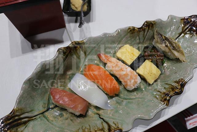 享用自制寿司